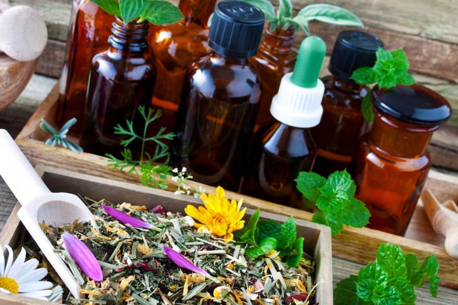 Natürliche Schmerzmittel: Alternativen zu Ibuprofen & Co