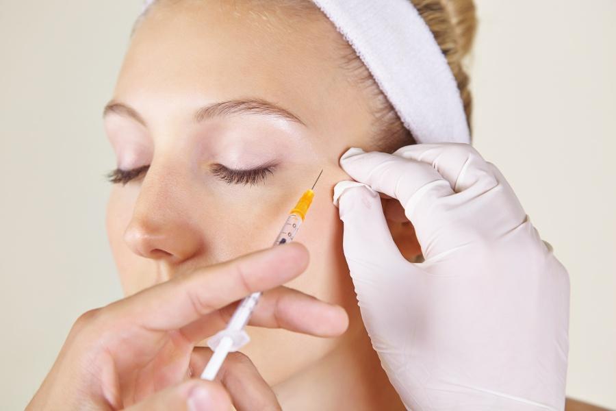 Schwitzen im Gesicht: Diese Behandlungen können helfen