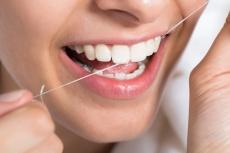 Die beste Zahnpasta und Zahnseide bei Parodontitis