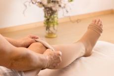 Nachwachsendes Fett und Hautüberschuss nach Fettabsaugung bei Lipödem