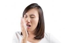 Sie leiden unter Mundgeruch? Alles über Ursachen und Vorbeugemaßnahmen von schlechtem Atem