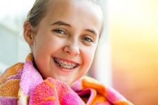 Erkennung, Ursachen & Behandlung von Kreidezähnen bei Kindern: Das können Sie als Eltern tun