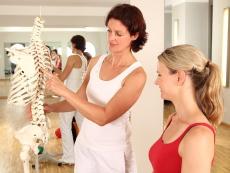 Check-ups für die Hüfte: Untersuchung und Behandlung des ISG-Syndroms bei Frauen