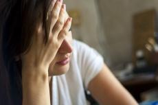 Was Rheuma und Depression verbindet: Symptome & Behandlung
