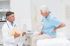Rückenschmerzen an der Lendenwirbelsäule: Das sind häufige Ursachen