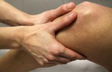 Die Kniearthrose (sogenannte Gonarthrose): 3 Behandlungsprinzipien für Zuhause