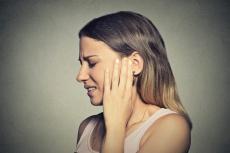 Zwiebelsäckchen für das Ohr: So werden Ohrenschmerzen behandelt