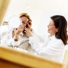 Botox oder Hyaluronsäure: Was ist die beste Methode gegen Augenfalten?