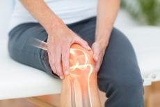 Kniegelenkerguss: Konservative oder operative Behandlung?