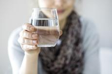 Wasser: So viel sollten Sie täglich trinken