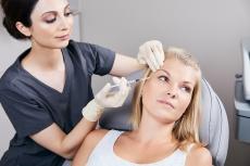 Krähenfüße: Vor & Nachteile neuer Behandlungsmethoden