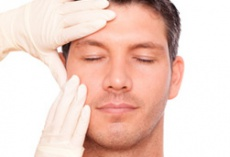 Gesicht als Spiegel des Alters - Facelift bei Männern erfordert spezielle Maßnahmen