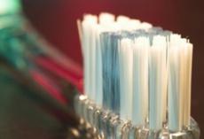 Was tun bei freiliegenden und empfindlichen Zahnhälsen?