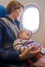 © Mutter im Flugzeug