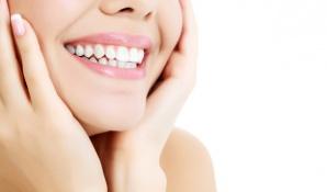 Weißere Zähne dank Bleaching
