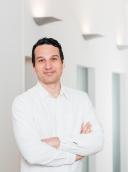 Dr. med. univ. Dara Emanuel Frömel