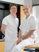 Dr. Arno Köllner und Dr. Woo-Young